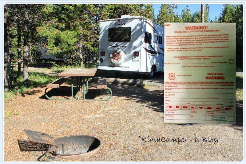 Piazzola con busta per auto registrazione nei campground
